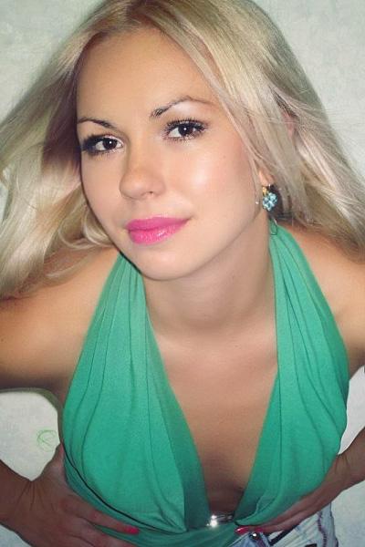 Yuliya, 29,