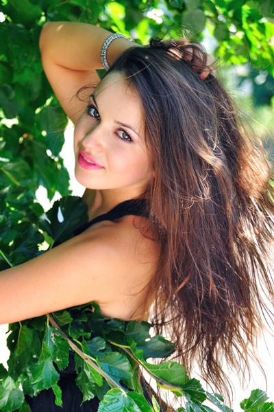 Marianna, 25,