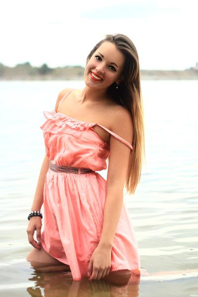 Inessa, 23,