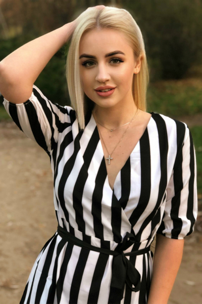 Alina 24 years old Ukraine Kharkov, Russian bride profile, meetbrides.online